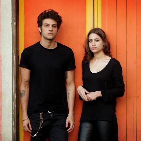 Chay Suede e Luisa Arraes posam, em 2015, na antiga fábrica Bhering, no Santo Cristo Foto: Márcio Alves / Agência O Globo