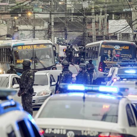 Megaoperação das Forças Armadas em São Gonçalo Foto: Alexandre Cassiano / Agência O Globo