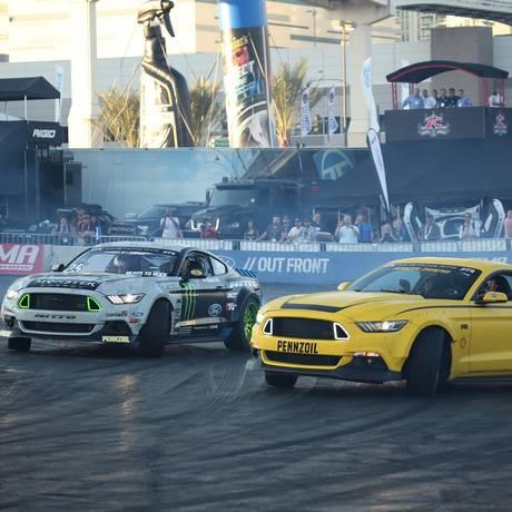 Além dos carros expostos, no Sema também acontecem apresentações de drift no estacionamento Foto: Foto: Divulgação