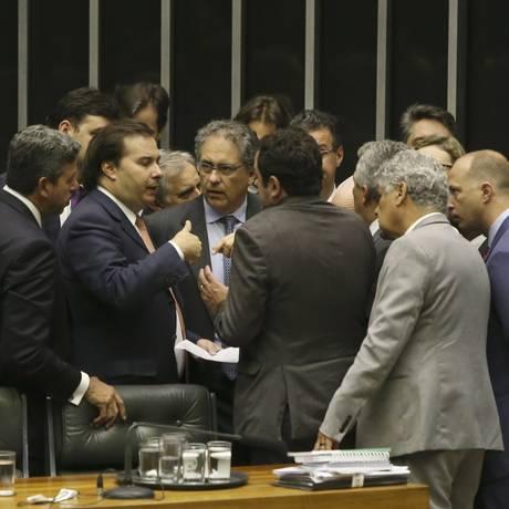 Deputados discutem projetos de segurança no plenário da Câmara Foto: Ailton Freitas / Agência O Globo