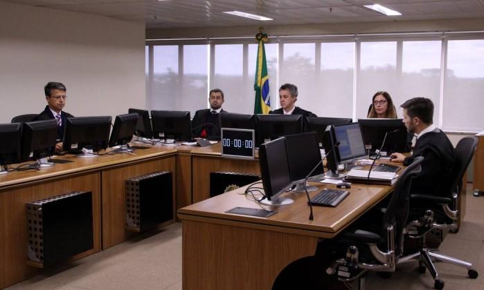 40 parlamentares do PT querem acompanhar julgamento do ex presidente no caso do tríplex e ver lula condenado em tribunal