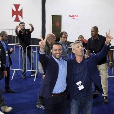 Julio Brant (à esquerda) ao lado de Fernando Horta, durante a eleição do Vasco Foto: Uanderson Fernandes / Agência O Globo
