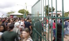 Estudantes chegam para a prova no Centro Universitário de Brasília - UniCeub Foto: Michel Filho / Agência O Globo