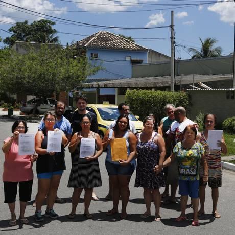 Moradores de Vargens que se mobilizaram contra a nova cobrança, no início do ano Foto: Antonio Scorza / Agência O Globo