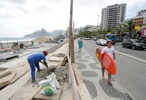 Reforma en quiosque do posto 8, em Ipanema, já dura sete meses Foto: Marcio Alves / Agência O Globo