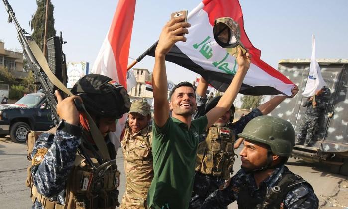 Estado Islâmico contra-ataca e retoma metade da cidade síria de Bukamal