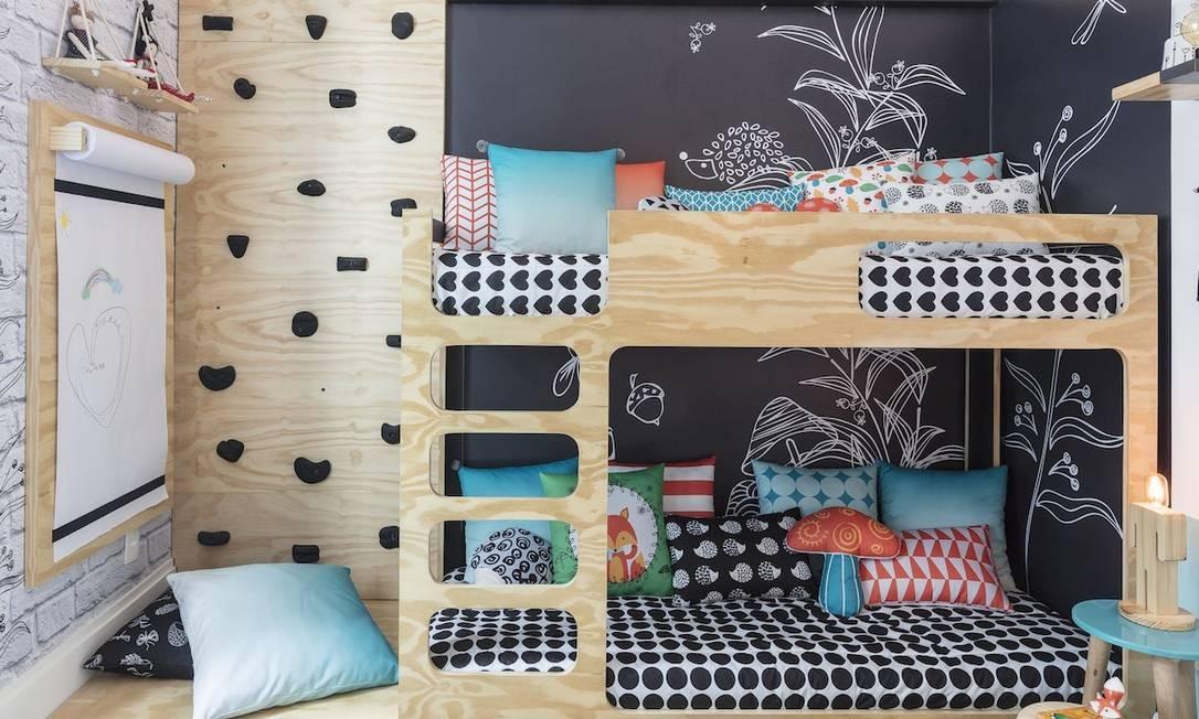O quarto de casal de gêmeos projetado por Allison Cerqueira e Renata Fragelli (Studio AR Design) em parceria com Mini Móbile e Fina Stampa Foto: Divulgação