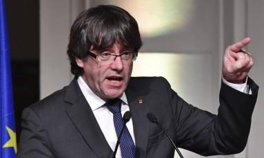 Presidente catalão destituído, Carles Puigdemont, faz discurso em Bruxelas Foto: Geert Vanden Wijngaert / AP