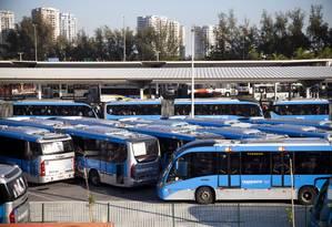 Ônibus do BRT Transoeste no terminal Alvorada Foto: Laura Marques / Agência O Globo
