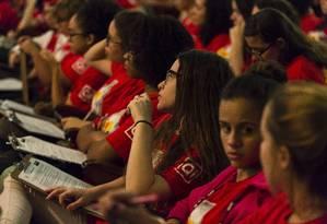 Centenas de alunos do Ensino Médio assistem a aulão preparatório para o Enem, no Shopping da Gávea, no Rio de Janeiro Foto: Leo Martins / Leo Martins/Agência O Globo/04-11-2017