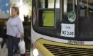 Por determinação da Justiça, a tarifa dos ônibus municipais do Rio cairá de R$ 3,60 para R$ 3,40 Foto: Gabriel de Paiva / Agência O Globo