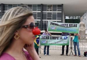 Estudantes fazem protesto em frente ao STF pela implementação da lei da Ficha Limpa, em 2010 Foto: Ailton de Freitas/27-9-2010