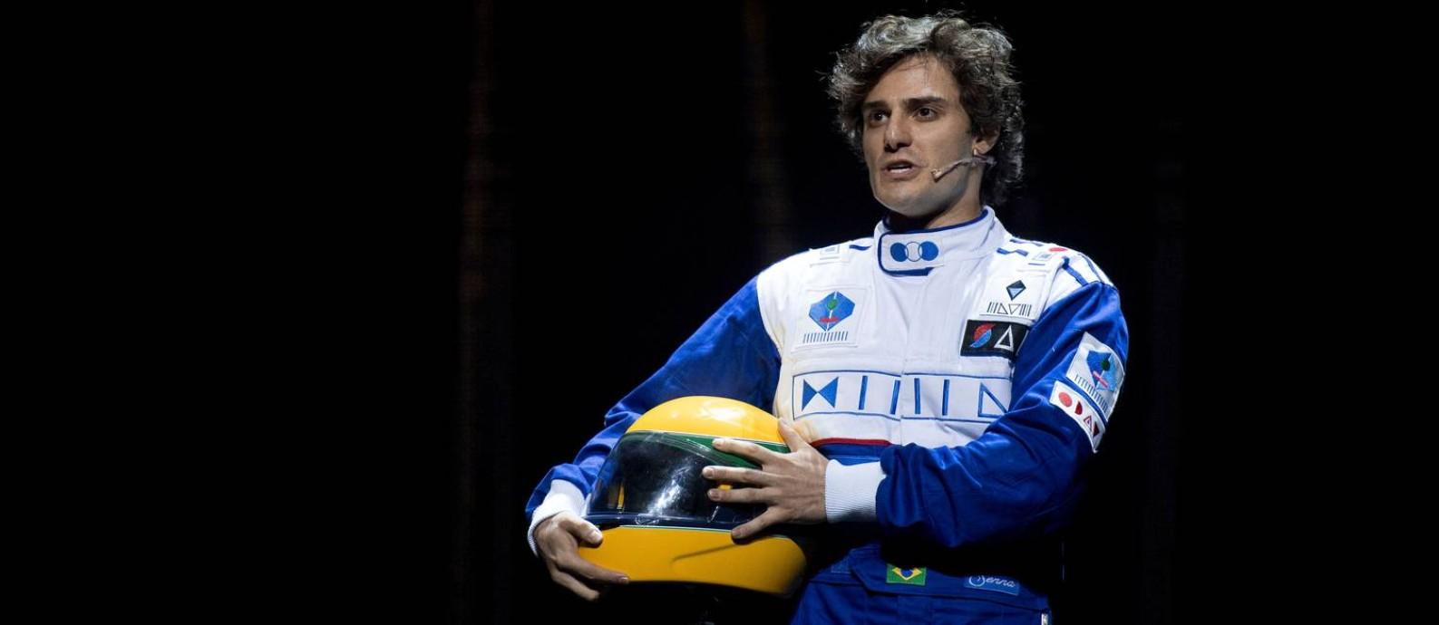 O ator Hugo Bonemer interpreta o protagonista em 'Ayrton Senna, o musical' Foto: MAURO PIMENTEL / AFP