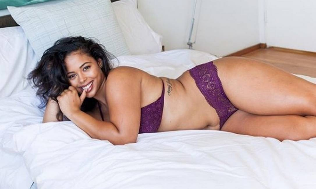 Tabria Majors posa com lingerie da Victoria's Secret Reprodução Instagram
