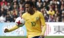 Neymar diz que está satisfeito na França Foto: Michel Spingler / AP