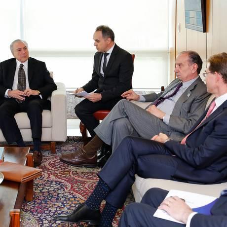 O presidente Michel Temer e o chanceler Aloysio Nunes se reúnem com Jyrki Katainen, vice-presidente da Comissão Europeia para Emprego, Crescimento, Investimento e Competitividade Foto: MARCOS CORREA / Marcos Corrêa/Presdiência
