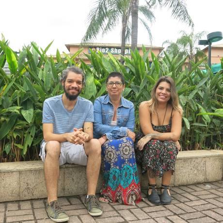 O baterista Rafael Fernandes e as produtoras Samira Lima e Nicole Maia, do coletivo Movimentar-te Foto: Júlia Amin