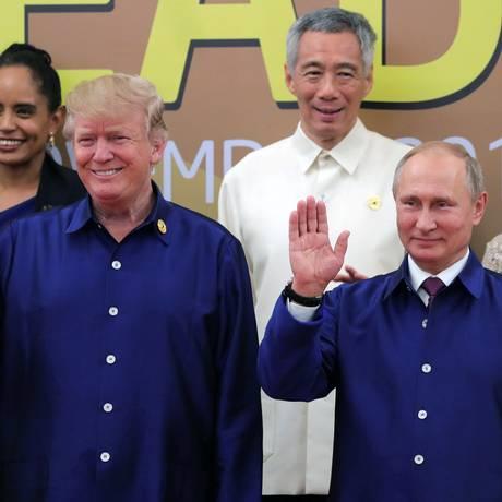 Trump e Putin acenam lado a lado em cúpula asiática no Vietnã Foto: SPUTNIK / REUTERS