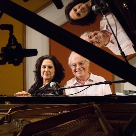 Parceria. O casal Olivia , no vocal, e Francis Hime, no piano estão em turnê pelo mundo com o show comemorativo Foto: Divulgação/Joaquim Nabuco