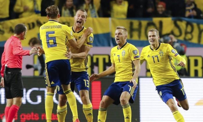 Suécia sai na frente da Itália na disputa por vaga na Copa