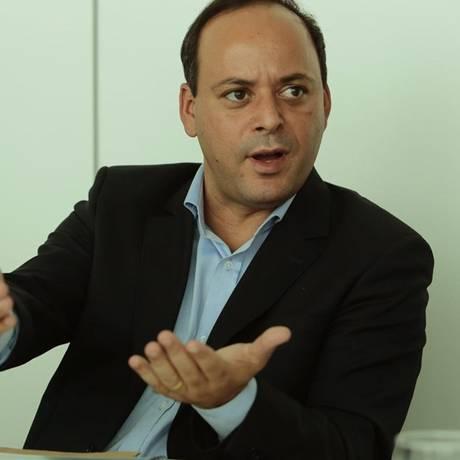 Alvo. O prefeito Rodrigo Neves: marqueteiro disse em delação que foi alertado pelo político a pagar propina ao TCE Foto: Thiago Freitas/11-04-2017 / Agência O Globo