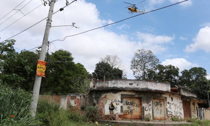 Tiroteio em São Gonçalo deixa mortos — RJ