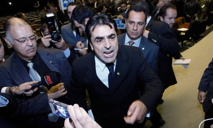 Aécio reassume a presidência do PSDB para destituir Tasso Jereissati