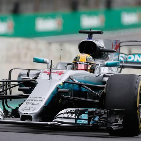 Lewis Hamilton, da Mercedes, fez segundo melhor tempo no treino livre deste sábado em Interlagos Foto: Marcos Alves / Marcos Alves