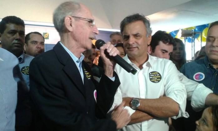Com o PSDB dividido, Aécio destitui Tasso da presidência interina