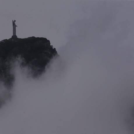 Sábado de chuva no Rio. Vista do Cristo da Lagoa Rodrigo de Freitas Foto: Cléber Júnior / Agência O Globo