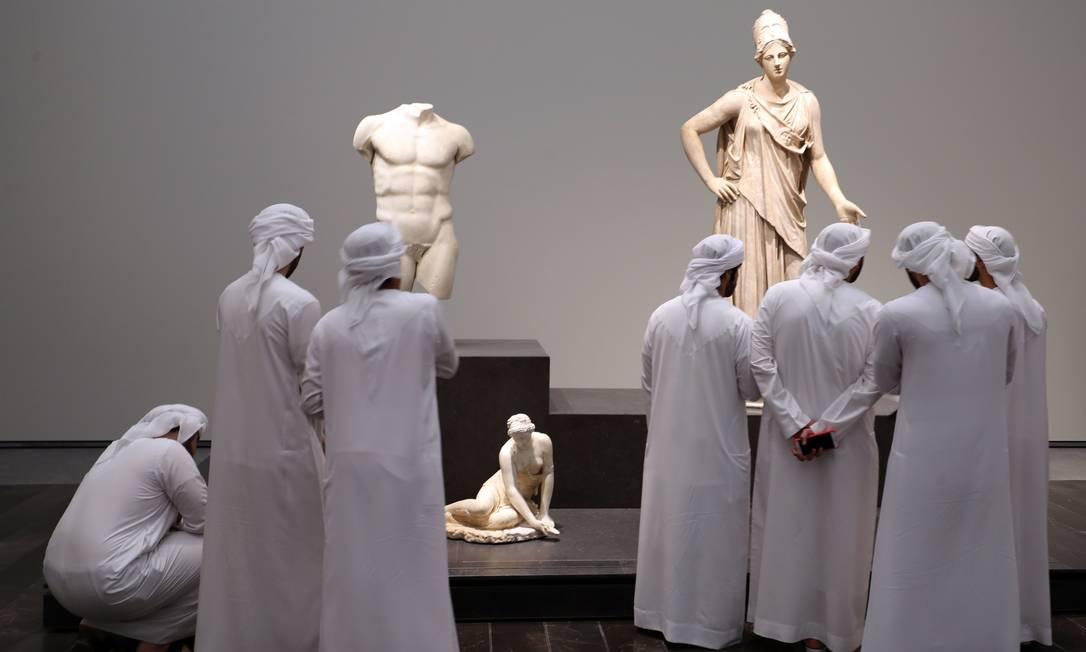 Emirati visitors look at exhibits during the opening of the Louvre Abu Dhabi Museum on November 11, 2017 on Saadiyat island in the Emirati capital. / AFP PHOTO / KARIM SAHIB KARIM SAHIB / AFP