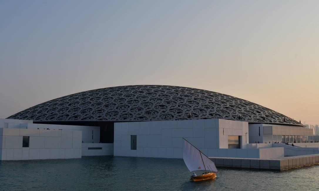 Desenhado pelo arquiteto francês Jean Nouvel, museu Louvre Abu Dhabi abre suas portas Foto: GIUSEPPE CACACE / AFP