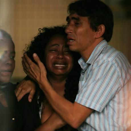 Familiares dos mortos vão ao Instituro Médico Legal Foto: cleber junior / Agência O Globo