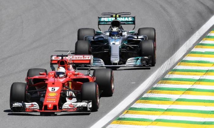 Lewis Hamilton mantém soberania no segundo treino livre