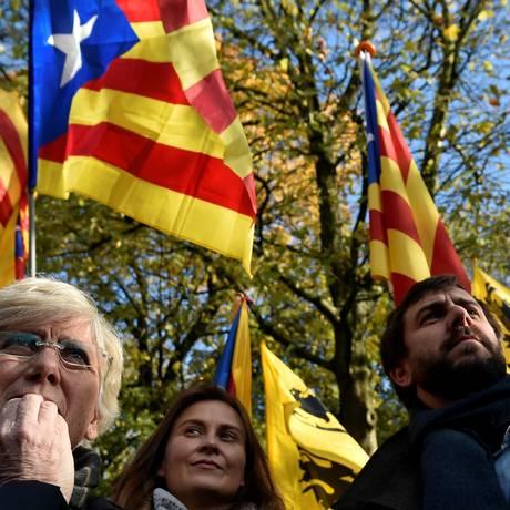 Funcionários destituídos do governo catalão participam de manifestação em Bruxelas Foto: ERIC VIDAL / REUTERS