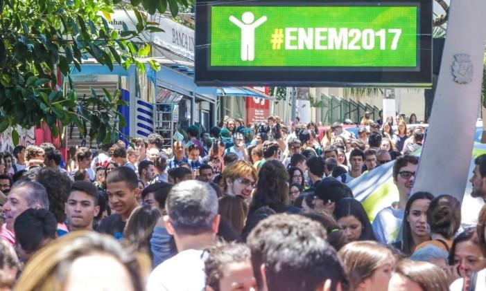 Abertura dos portões para a prova do Enem em São Paulo Foto: Paulo Pinto / Agência O Globo