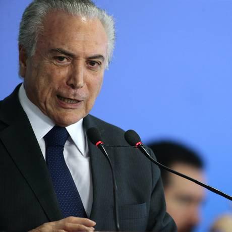 O presidente Michel Temer participa da cerimônia de entrega do cartão-reforma Foto: Jorge William / Jorge William/Agência O Globo