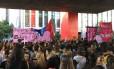 Protesto reúne cerca de 500 mulheres no Masp, em São Paulo