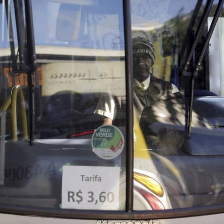 Tarifa dos ônibus municipais do Rio cairá de R$ 3,60 para R$ 3,40 Foto: Gabriel de Paiva / Agência O Globo