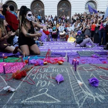 No Rio, mulheres protestaram contra a proibição do aborto Foto: Domingos Peixoto