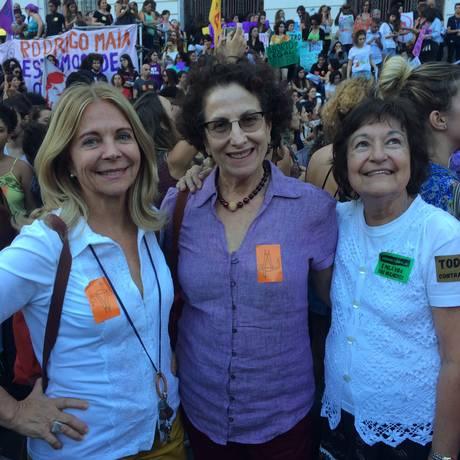 Lena, Bila e Hildete foram ao protesto na Cinelândia Foto: Paula Ferreira
