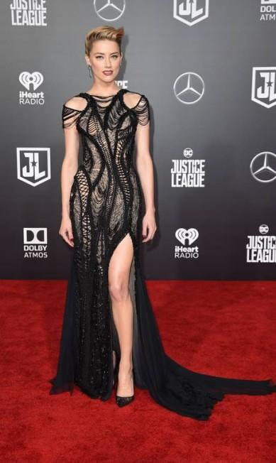 Amber Heard, que vive a personagem Mera, a Rainha de Atlantis, de Atelier Versace ROBYN BECK / AFP