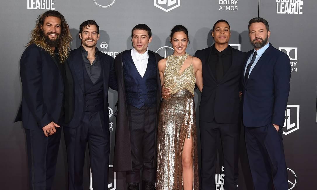Parte do elenco do filme: Jason Momoa, Henry Cavill, Ezra Miller, Gal Gadot, Ray Fisher e Ben Affleck ROBYN BECK / AFP