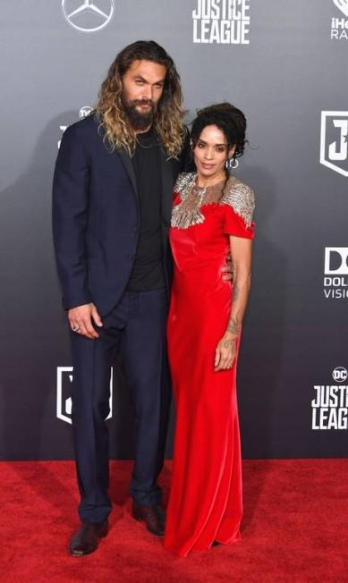 Jason Momoa, o Aquaman, com a mulher, a atriz Lisa Bonet. Foi a primeira aparição pública do casal depois de trocar alianças em outubro Neilson Barnard / AFP