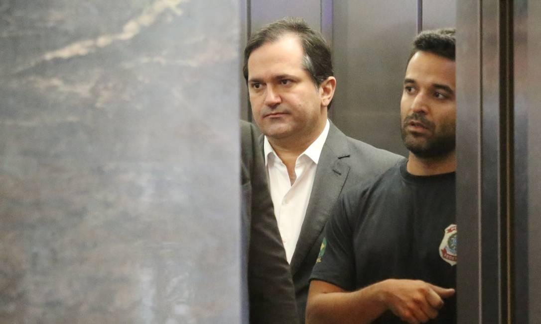 Outro alvo da operação, o deputado estadual Edson Albertassi, líder do governo na Alerj, também foi levado a depor na PF Fabiano Rocha / Agência O Globo