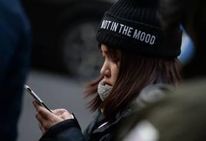 Pesquisadores alertam que pais devem monitorar tempo gasto pelos filhos em dispositivos eletrônicos Foto: CHRIS RATCLIFFE / AFP