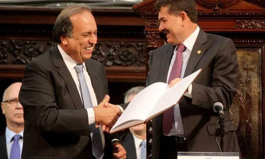 O governador Luiz Fernando Pezão e o deputado Paulo Melo durante sessão na Alerj. Melo segue preso preventivamente em Bangu 8 Foto: Divulgação