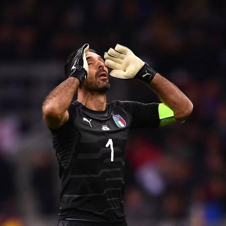 Buffon se despediu da seleção sem bater o recorde de seis Copas disputadas Foto: MARCO BERTORELLO / AFP