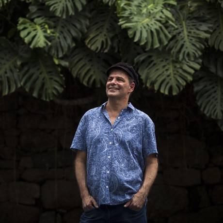 O baixista Rodrigo Santos Foto: Hermes de Paula / Agência O Globo