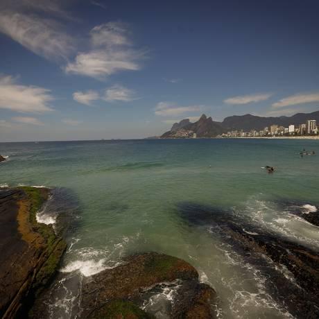 Banhistas aproveitam a praia em Ipanema Foto: Pablo Jacob / Agência O Globo